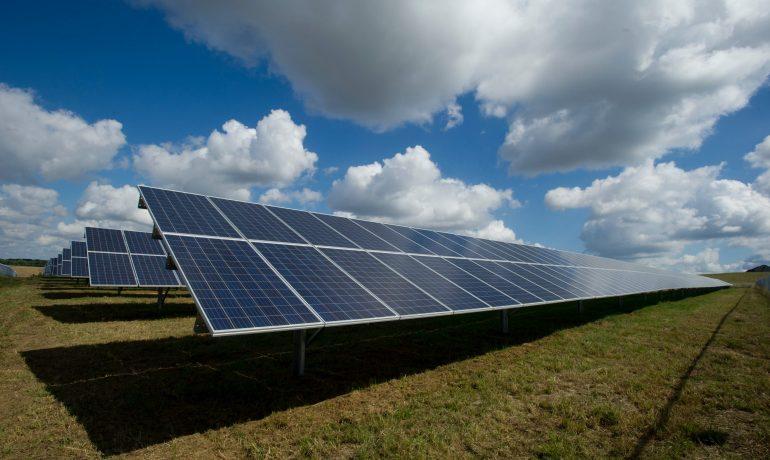 Belajar Pengembangan Industri Fotovoltaik dari India