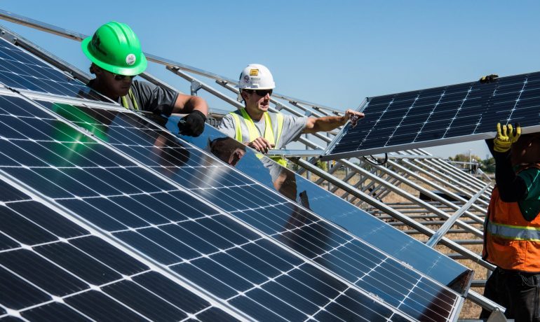 PLTS Atap untuk Green Economic Recovery